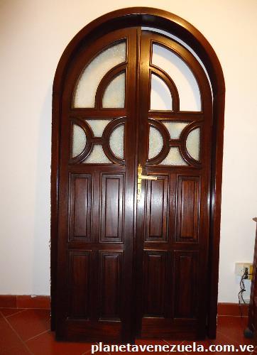 Fotos de puerta elegante de madera para interior hogar - Imagenes de puertas de interior ...
